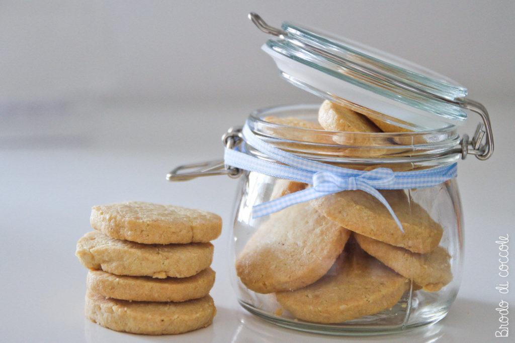 Biscotti con gorgonzola e pinoli