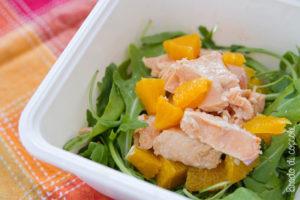 Insalata di rucola, salmone e arancia