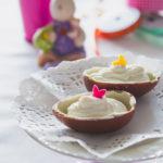 Uova di cioccolato con mousse di ricotta
