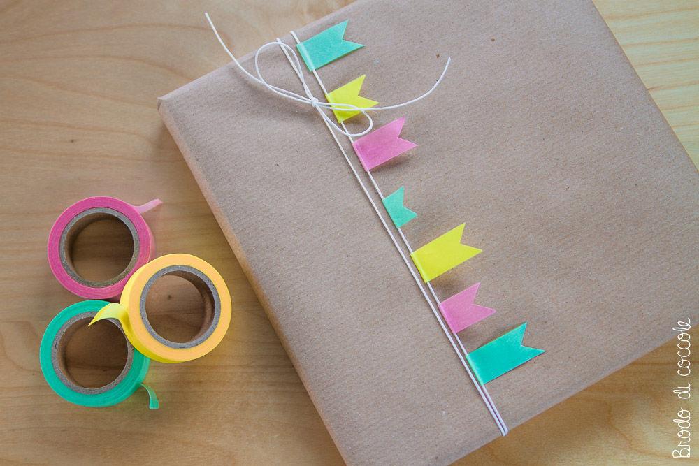 Decorare i pacchetti con i washi tape