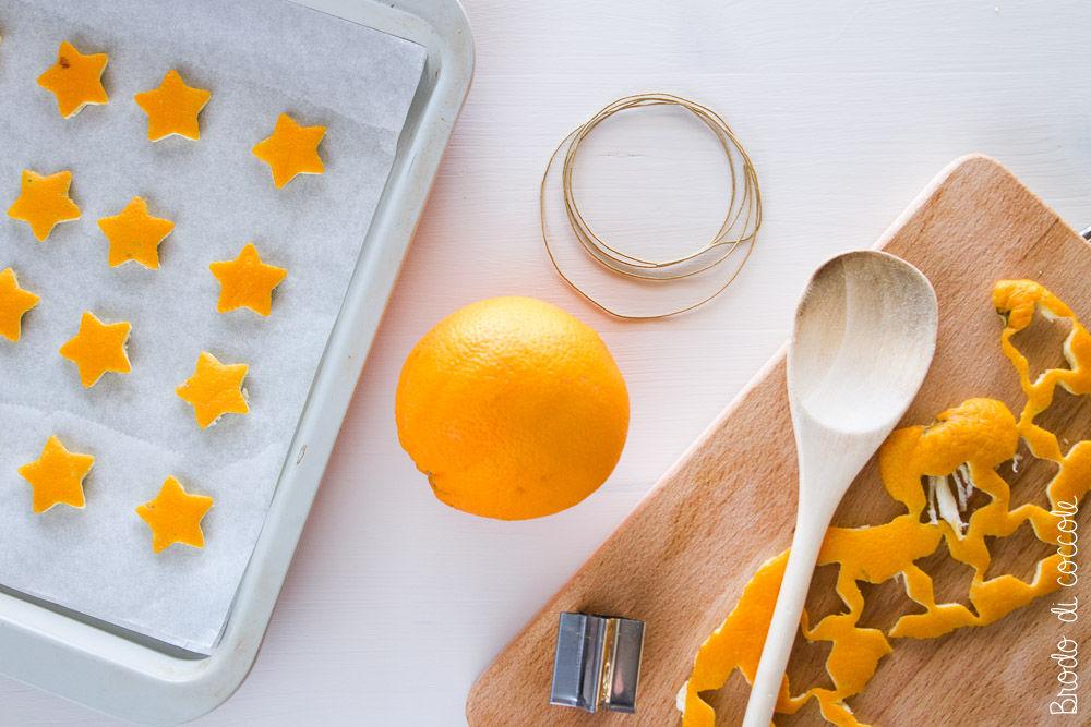 Ghirlanda  con le bucce d'arancia:  fai seccare le bucce