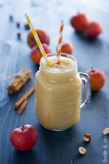 Frullato di mela con nocciole e cannella