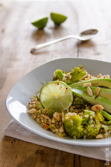 Quinoa con broccoli e avocado
