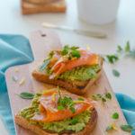 Toast con avocado e salmone