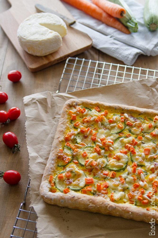 Torta salata con zucchine, carote e caprino