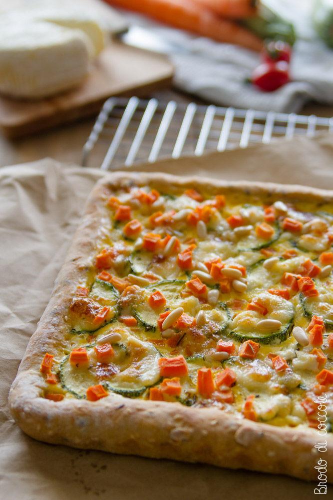 Torta salata di carote, zucchine e caprino