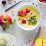 Smoothie bowl di pesca e mango