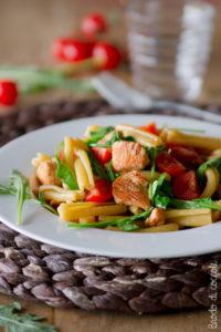 Pasta con salmone, rucola e pomodorini