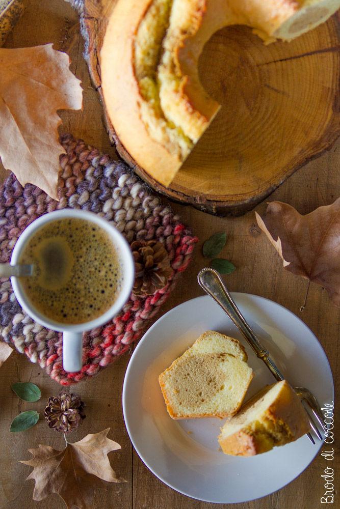 Ciambella al latte condensato e caffè