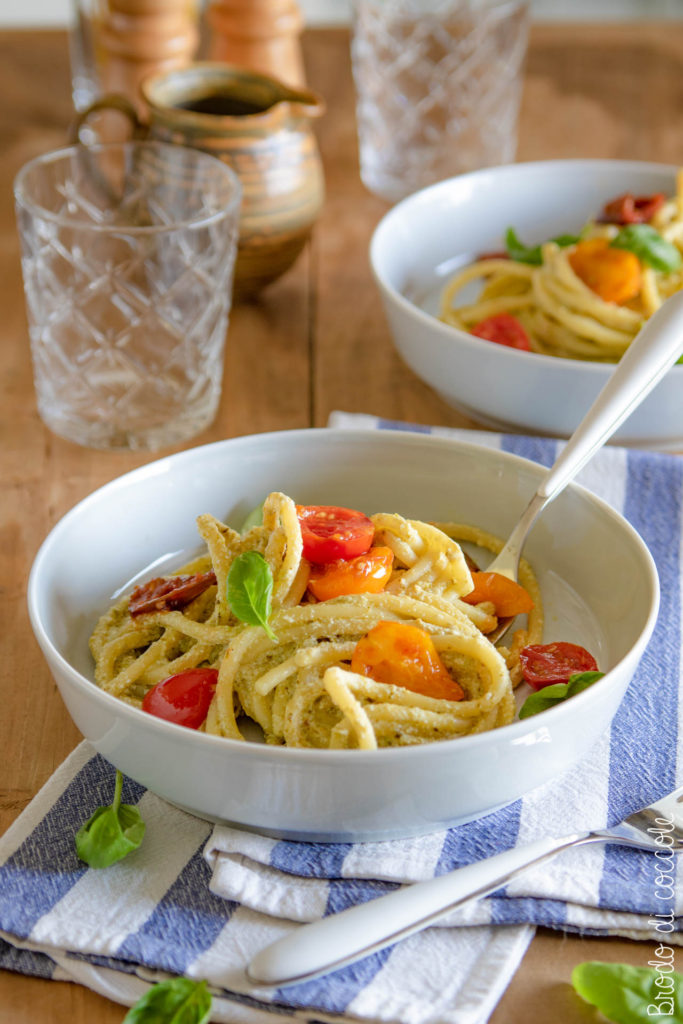 Pasta con ricotta, pesto e pomodorini confit