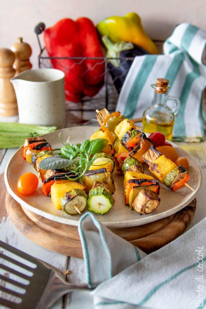 Spiedini di polenta e verdure grigliate