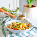 Pasta con carote, zucchine e mais