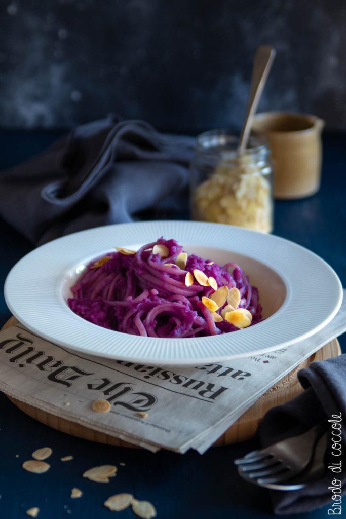 Pasta al pesto di cavolo viola