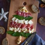 Tagliere natalizio di formaggi e salumi