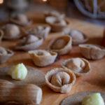 Ravioli di grano arso con ripieno di patate